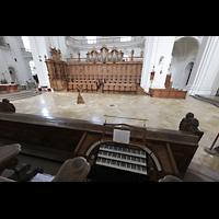 Weingarten, Basilika St. Martin - Chororgel, Blick vom Spieltisch der Chororgel zur Chororgel