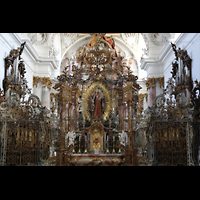Zwiefalten, Münster Unserer Lieben Frau (Chororgel), Chorraum mit den beiden Chororgeln und dem Gnadenaltar vor dem Chorgitter