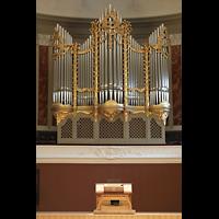 Basel, Stadtcasino, Musiksaal, Orgel mit mobilem Spieltisch auf der Bühne