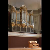 Basel, Stadtcasino, Musiksaal, Orgel mit mobilem Spieltisch seitlich