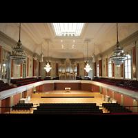 Basel, Stadtcasino, Musiksaal, Blick von der gegenüberliegenden Empore zur Orgel