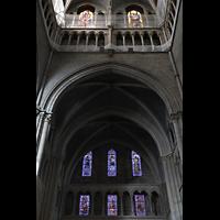 Lausanne, Cathédrale, Nördliches Querhaus mit bunten Glasfenstern