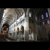 Lausanne, Cathédrale, Blick von der Vierung zur Orgel und ins nördliche Querhaus