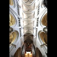 Lausanne, Cathédrale, Blick ins gewölbe und zur Hauptorgel
