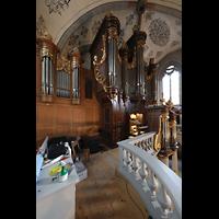 Lausanne, Saint-François (Spanische Orgel), Seitlicher Blick von der Orgelemöpore auf die Hauptorgel