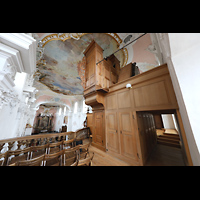 Arlesheim, ehem. Dom, Seitlicher Blick auf die Orgel mit Pfeifen des echowerks hinter dem Gehäuse