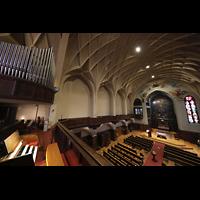 Berlin-Schöneberg, St. Elisabeth, Blick vom Spieltisch zur Orgel und in die Kirche