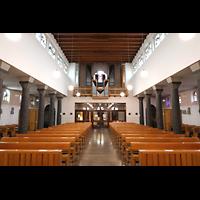 Berlin - Steglitz, Mater Dolorosa Lankwitz, Innenraum in Richtung Orgel mit Beleuchtung