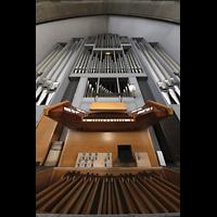 Berlin (Wilmersdorf), Grunewaldkirche, Spieltisch und Orgel perspektivisch