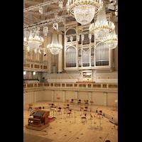 Berlin (Mitte), Konzerthaus, Großer Saal, Orgel mit Orchesterbühne seitlich