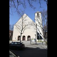 Berlin (Wilmersdorf), Lindenkirche, Fassade mit Turm