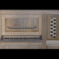 Berlin (Wilmersdorf), Lindenkirche, Spieltisch der italienischen Orgel