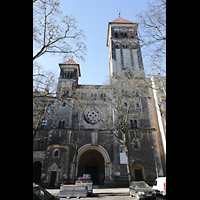 Berlin (Prenzlauer Berg), Herz-Jesu-Kirche, Fassade