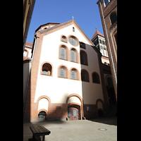 Berlin (Prenzlauer Berg), Herz-Jesu-Kirche, Querhaus links von Hof aus gesehen