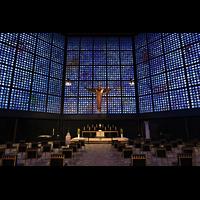Berlin (Charlottenburg), Kaiser-Wilhelm-Gedächtnis-Kirche, Innenraum in Richtung Altar