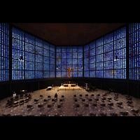 Berlin (Charlottenburg), Kaiser-Wilhelm-Gedächtnis-Kirche, Blick von der Orgelempore zum Altar