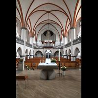 Berlin - Weißensee, St. Josef, Blick über den Altar zur Orgel
