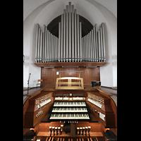 Berlin - Weißensee, St. Josef, Orgel mit Spieltisch