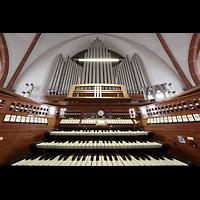 Berlin - Weißensee, St. Josef, Orgel mit Spieltisch perspektivisch