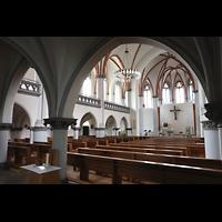 Berlin - Weißensee, St. Josef, Innenraum in Richtung Chor seitlich