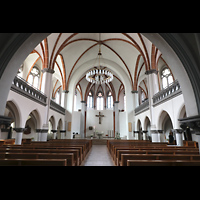 Berlin - Weißensee, St. Josef, Innenraum in Richtung Chor