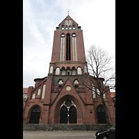 Berlin - Weißensee, St. Josef, Fassade mit Turm