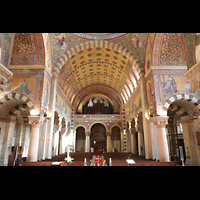 Berlin (Prenzlauer Berg), Herz-Jesu-Kirche, Innenraum in Richtung Orgel