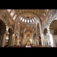 Berlin (Prenzlauer Berg), Herz-Jesu-Kirche, Innenraum in Richtung Chor