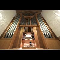 Berlin (Schöneberg), Kirche zum Heilsbronnen, Orgel mit Spieltisch perspektivisch