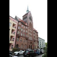 Berlin (Schöneberg), Kirche zum Heilsbronnen, Kirche mit Turm von außen