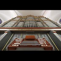 Straubing, Basilika St. Jakob, Hauptorgel mit Spieltisch perspektivisch