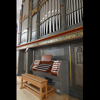 Straubing, Basilika St. Jakob, Orgel mit Spieltisch seitllich