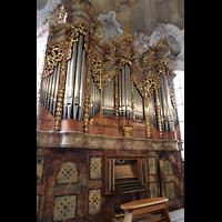 Metten, Benediktinerabtei, Pfarr- und Stiftskirche St. Michael, Orgel (beleuchtet) seitlich