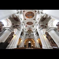 Passau, Dom St. Stephan, Blick ins Gewölbe und zur Hauptorgel