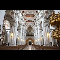 Passau, Dom St. Stephan, Hauptschiff in Richtung Orgel