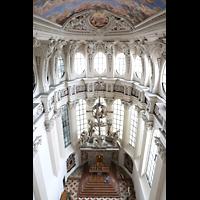 Passau, Dom St. Stephan, Hochaltar von Josef Henselmann (1953 vollendet) im Chorraum von oben gesehen