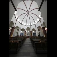 Berlin - Spandau, St. Marien (Maria, Hilfe der Christen), Innenraum in Richtung Chor