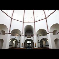 Berlin - Spandau, St. Marien (Maria, Hilfe der Christen), Innenraum in Richtung Orgel