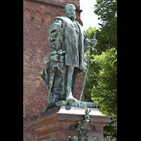 Berlin (Spandau), St. Nikolai, Standbild von Kurfürst Joachim II., durch dessen Übertritt zum protestantischen Glauben die Reformation in der Mark Brandenburg begann