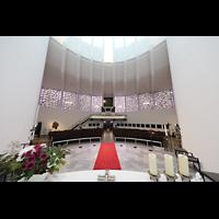 Berlin - Reinickendorf, St. Bernhard Tegel, Blick über den Altar zur Orgel