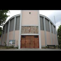 Berlin - Reinickendorf, St. Bernhard Tegel, Fassade und Hauptportal
