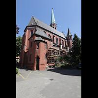 Berlin (Reinickendorf), Herz-Jesu-Kirche Tegel, Außenansicht schräg vom Chor