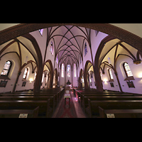 Berlin (Reinickendorf), Herz-Jesu-Kirche Tegel, Innenraum in Richtung Altar