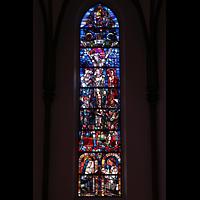 Berlin (Reinickendorf), Herz-Jesu-Kirche Tegel, Buntes Glasfenster im Chorraum