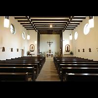 Berlin - Reinickendorf, St. Joseph Tegel, Innenraum in Richtung Altar