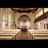 Berlin - Reinickendorf, Waldkirche Heiligensee, Innenraum in Richtung Chor