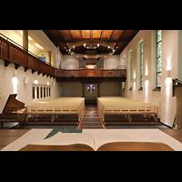 Berlin - Reinickendorf, Waldkirche Heiligensee, Innenraum in Richtung Orgel mit Cembalo