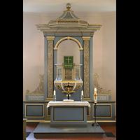 Berlin - Heiligensee, Dorfkirche, Altar mit Kanzel