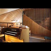 Berlin - Reinickendorf, St. Marien Maternitas Heiligensee, Blick über den Spieltisch zur Orgel