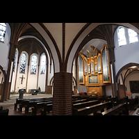 Berlin (Reinickendorf), St. Marien (Hauptorgel), Blick vom Seitenschiff zur Orgel und zum Altarraum